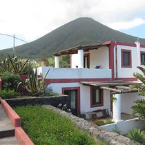 Unser Zimmer (oben), und der Monte Porri