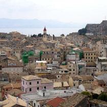 Blick auf die Altstadt, hinten die alte Festung