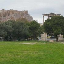 Das Hadrianstor vor der Akropolis