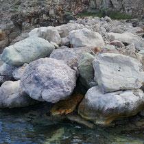 Die Felsen haben hier tolle Farben