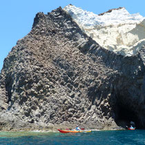 Genialer Felsen in schwarz-weiß