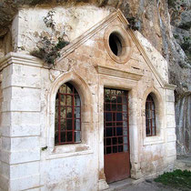 Front der Höhlenkirche