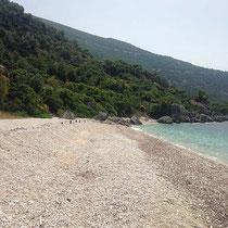 ... weißer Strand.