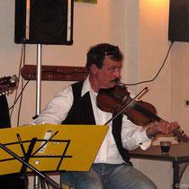 Die Geige gehört zur Inselmusik