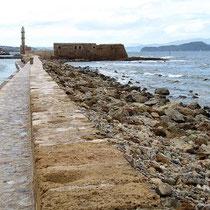 Die Hafenmauer und die Fortezza