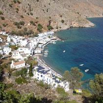 Kreta: Über den Solardächern von Loutro