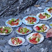 Karpathos: Griechischer Salat beim BBQ