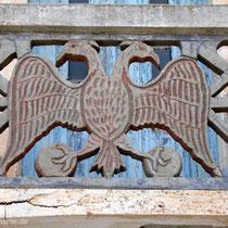 Karpathos: Beliebtes Schmuckmotiv an Balkonen in Olymbos