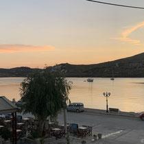 Die Morgenröte über der Bucht von Agios Nikolaos