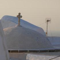 ... die Kuppel der katholischen Klosterkirche Panagia ton Rodon