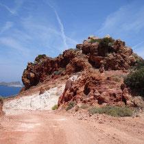 Milos: Bizarre Felsen bei Plathiena
