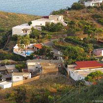 """Das Hotel """"La Canna"""" (vorne links) hat sogar nen Pool. Vorne rechts das Restaurant der """"Villa la Rosa"""""""
