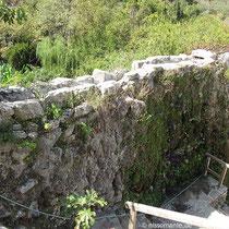 Der Wasserzulauf der oberschlächtigen Mühle