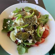 Choriatiki Salata mit Kapern