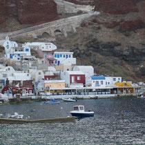Der Ammoudi-Hafen