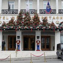 Hotel Grand Bretagne im Weihnachtsoutfit