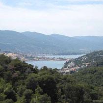 Blick nach Poros-Stadt