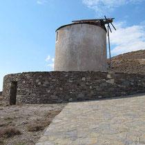 Windmühle oberhalb des Hafens