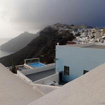 Schwarze Berge, weiße Häuser