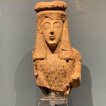 Weibliche Figur aus dem Apollon-Tempel von Despotiko