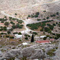 Chalki: Blick auf Chorio und die Panagia-Kirche