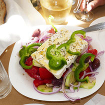 Choriatiki salata