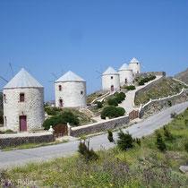 Leros: Windmühlen über Panteli
