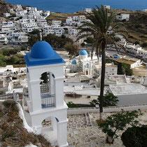 Kirchturm und Palme