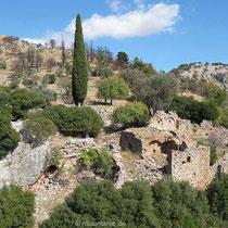 Ruinen vor dem Kloster