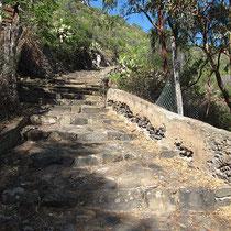 ... gepflegte Treppenwege auf Filicudi