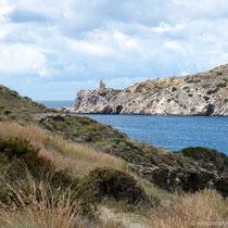 Blick über die Bucht zum Leuchtturm