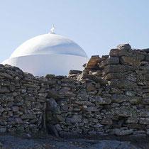 Die Kuppel hinter der Seitenmauer