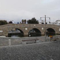 Die bombastische, gleichwohl sinnlose Steinbrücke