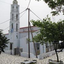 Der Kirchenplatz...
