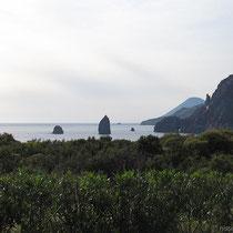 Blick auf die Faraglioni bei Lipari