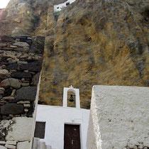 Unter dem Felsen ist noch eine Kapelle
