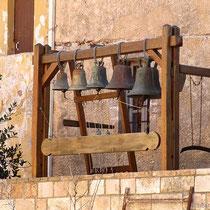Glocke und Stundenholz