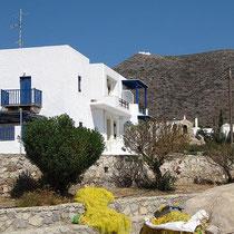 Ein Hauch Kykladen - hinten Agios Giorgos sto Vouno