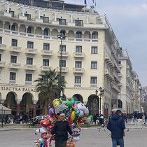 Luftballonverkäuferin