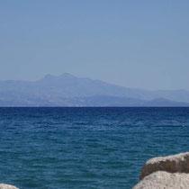 Der Blick hinüber nach Evia ...