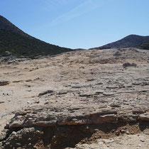 Überragt von einem unbekannten Gipfel (110 Meter hoch, sagt Google Earth)