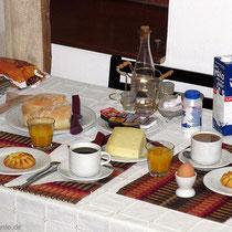 Frühstück im Eigenbau - da bleiben keine Wünsche offen. Und nein, den Raki gab es da noch nicht. :-)