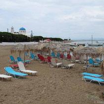Strand an der Hafenbucht
