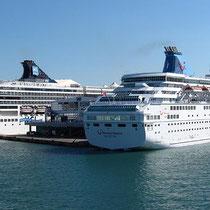 Einfahrt in Piräus: Kreuzfahrtschiffe....