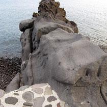 Felsen am Ufer