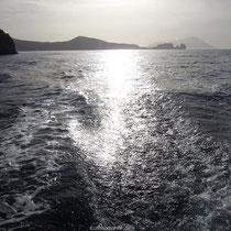 Wieder über die Bucht von Milos