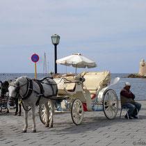 Kreta: Droschke am venezianische Hafen von Chania