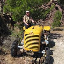 So so, mit dem Traktor willst du mich abholen?