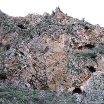 Felsen und Höhlen