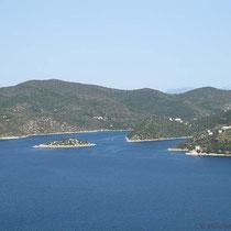 ....mit der Insel Skartsoumponisi